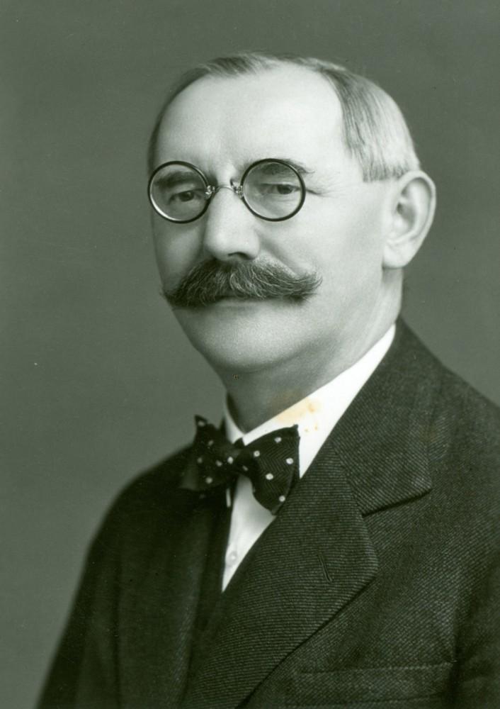 R. Tayerle - generální tajemník Odborového sdružení československého.